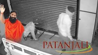 Two Thieves Caught Robbing Patanjali Store in India | CCTV Footage
