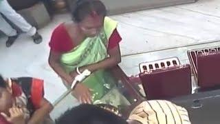 Women Stealing Gold Jwelery Caught Red Hand by CCTV | Security Camera
