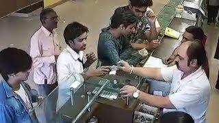 Trick to Steal from Shop, Shopkeeper Didn't Noticed